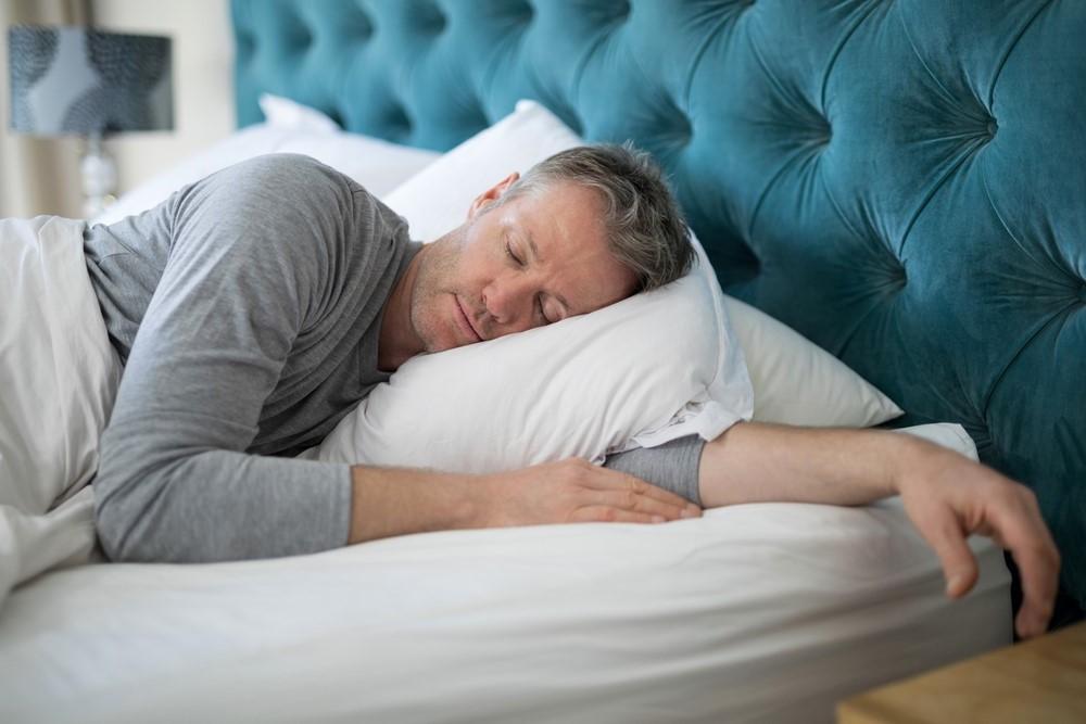 Dormir mais de 9 horas por dia aumenta o risco de derrame, diz estudo